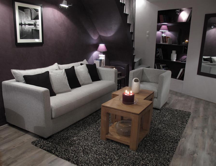 Séjour / salle à manger cosy effet beton prune D&CO | sophie levitte
