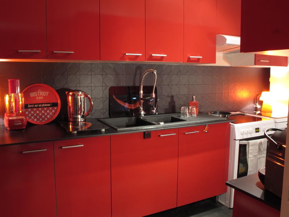 cuisine laqu e rouge 2 d co sophie levitte. Black Bedroom Furniture Sets. Home Design Ideas