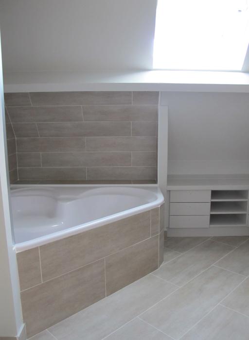 salle de bain bois carrelage imitation bois sophie levitte. Black Bedroom Furniture Sets. Home Design Ideas